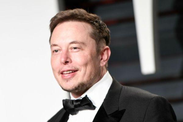 Elon Musk kovuldu