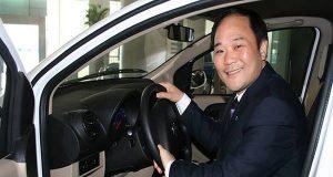 Geely patronu uyardı Li Shufu