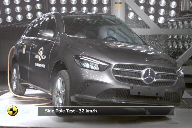 Mercedes B Serisi çarpışma testi