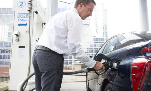 Toyota tüketiciyi hidrojene alıştırıyor
