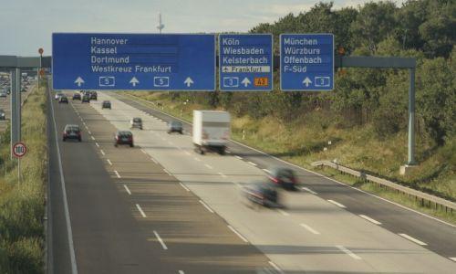 Almanya'da araba kullanmak paralı oluyor