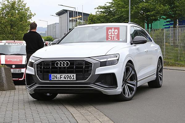 Audi Q8'in sportif versiyonunu kamuflajsız yakaladık