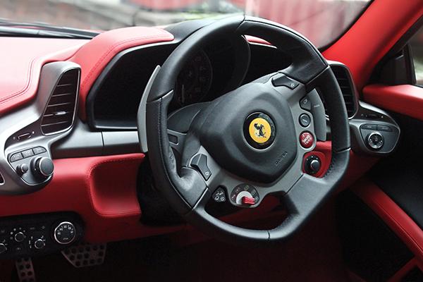 Ferrari de Takata hava yastıklarından nasibini aldı