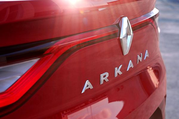 Renault yeni crossover'ı Arkana ile ilgili ipuçları verdi