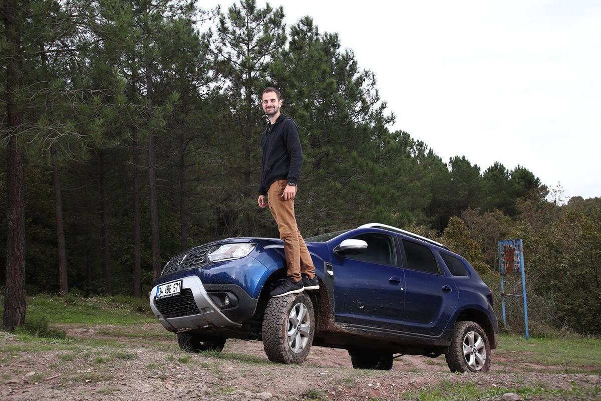 SUV'lerin tekerlekleri asfalt yerine toprak zemine basmalı!