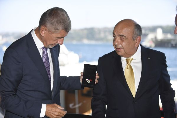 Ahmet Yüce'ye büyük onur!