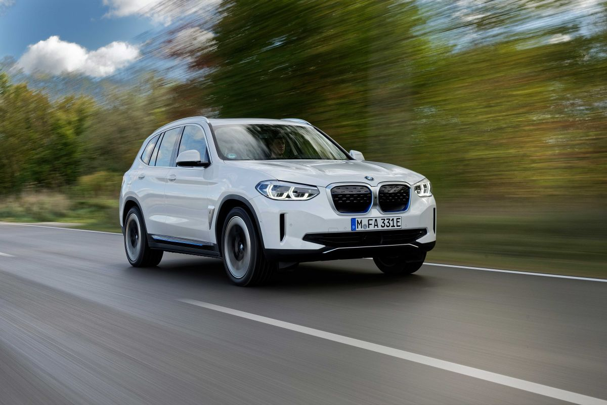 Elektrikli BMW iX3 870.000 TL'lik fiyatıyla Nisan'da Türkiye'de
