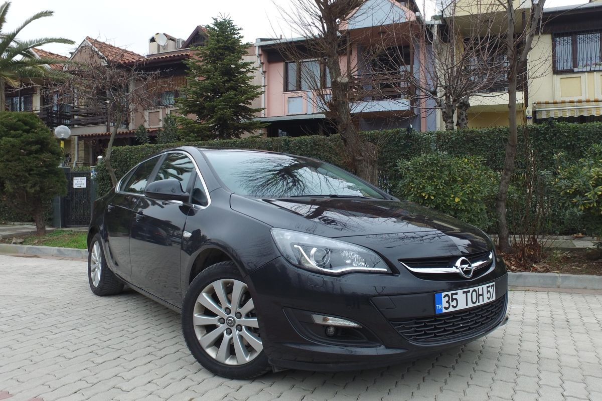 Opel Astra Sedan ikinci elde neden böyle popüler?