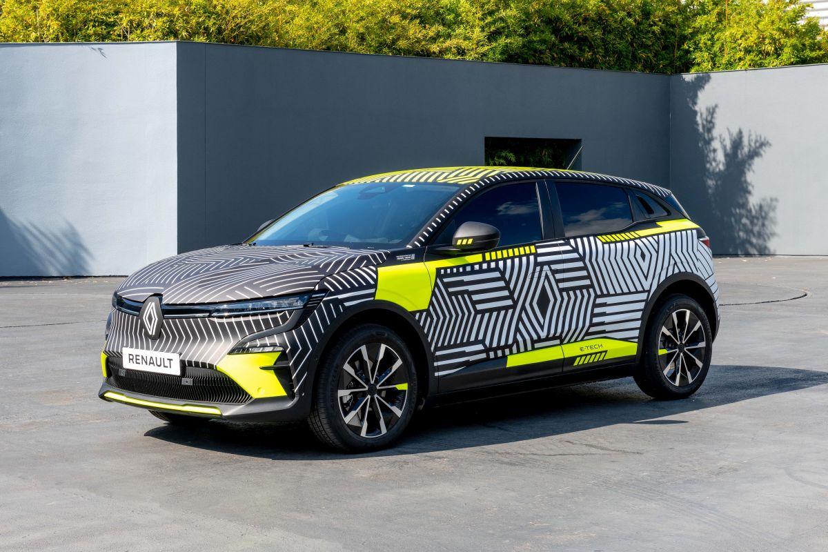 Renault Megane E-Tech Electric 450 km menzille gelecek