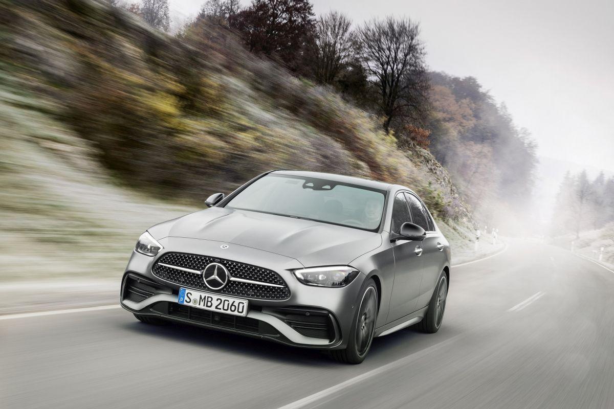 Yepyeni Mercedes modelleri ilk kez dijital Autoshow fuarında sergileniyor